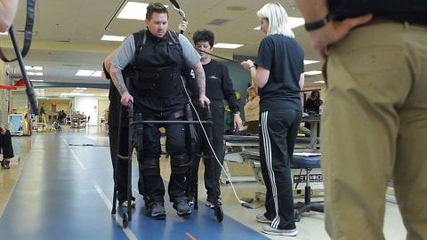 Walking with the help of an exoskeleton